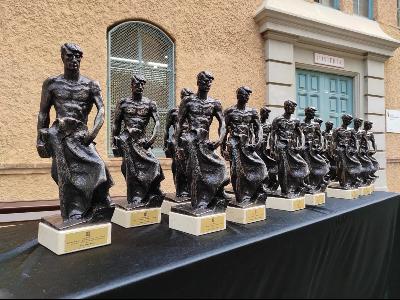 Estatuetes que s'entreguen als guardonats dels premis FPCAT.