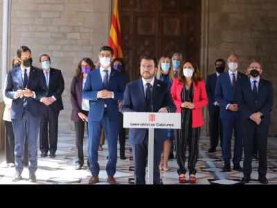 Compareixença del presidnt Aragones acompanyat del Govern