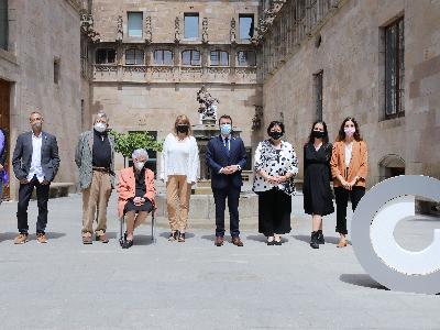 El president Aragonès i la consellera Garriga amb els guardonats dels Premis Nacionals de Cultura (foto: Rubén Moreno)