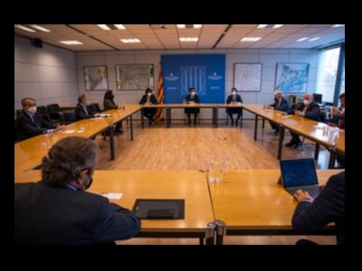 Imatge de la reunió avui del vicepresident Puigneró amb els signants del manifest.