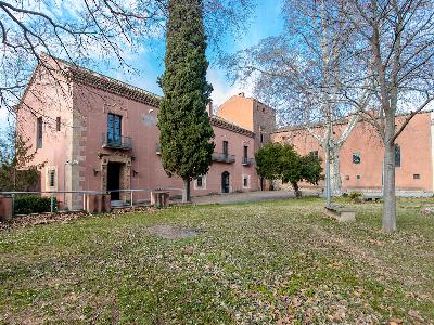 Castell de Mogoda de Santa Perpètua de Mogoda (Vallès Occidental). Vista exterior del pavelló Comillas.
