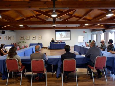 Moment de la reunió entre Agents Rurals, Òmnium Cultural i la FEEC