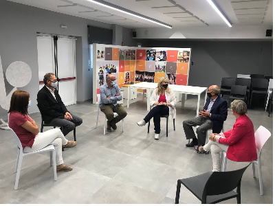 Reunió de treball de la consellera Cervera amb representants municipals.
