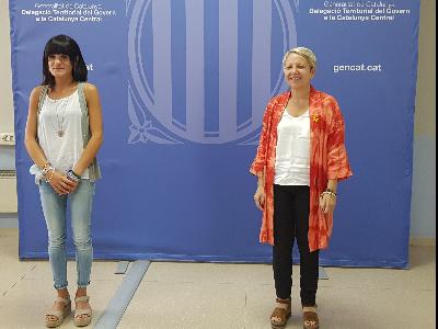 La delegada sortint, Alba Camps, i la delegada entrant, Rosa Vestit