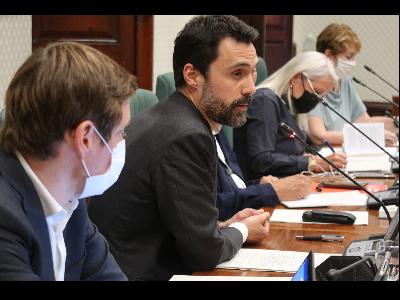 El conseller Torrent  en compareixença davant la Comissió d'Empresa i Treball del Parlament