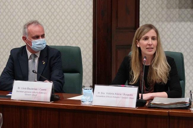 La consellera Alsina i el secretari general Lluís Baulenas, durant la compareixença al Parlament.