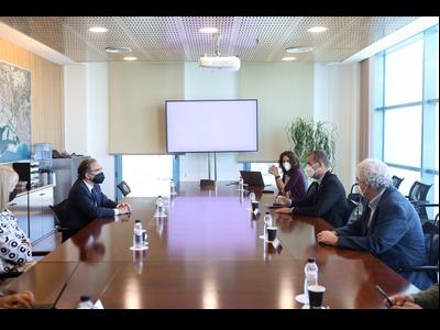 El conseller Giró durant la reunió amb els membres de l'Autoritat Portuària de Tarragona