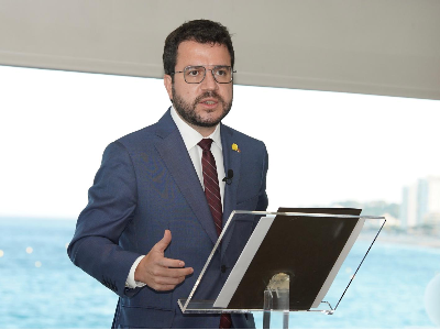 El president Aragonès durant la seva conferència a la Tribuna Jordi Comas Matamala (foto: Paco J. Muñoz)