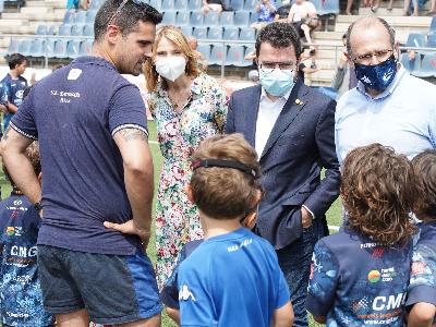 El president Aragonès saluda les escoles que han participat al centenari de la UE Santboiana