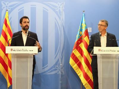 Els consellers Torrent i Climent durant la seva compareixença davant dels mitjans.