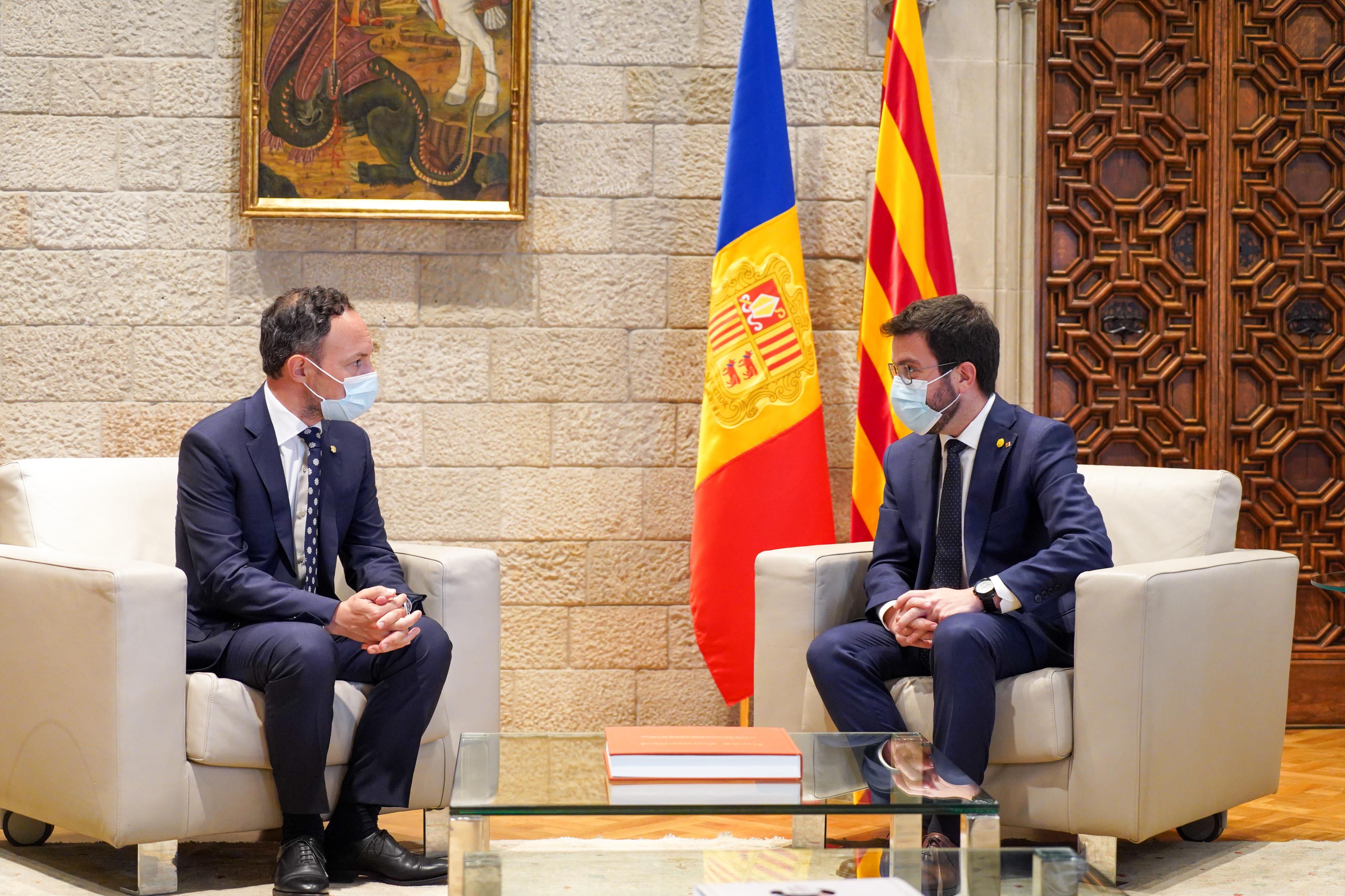 El president de la Generalitat i el cap del Govern d'Andorra, durant la reunió. Autor: Paco J. Muñoz