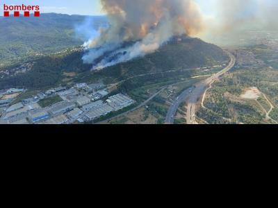 Imatge aèria de l'incendi de Castellví de Rosanes i Martorell
