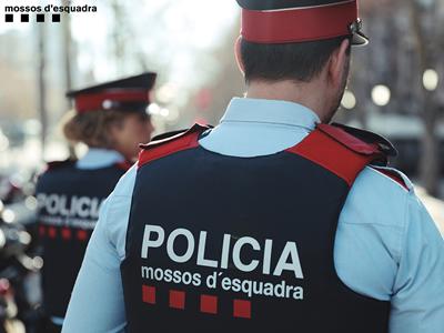 Els Mossos d'Esquadra desmantellen a Badalona un clan familiar que extorquia veïns amb l'objectiu de fer-los fora dels seus pisos i quedar-se'ls per instal·lar plantacions de marihuana
