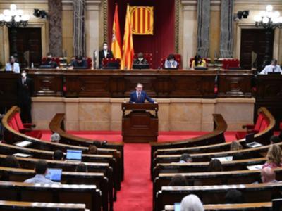 El conseller Giró durant la seva intervenció en el Ple del Parlament