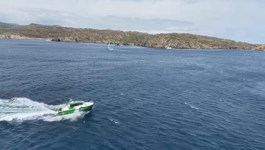 Embarcació dels Agents Rurals fent tasques de patrullatge
