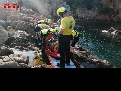 Efectius de rescat amb la noia accidentada aquesta tarda a Sant Feliu de Guíxols