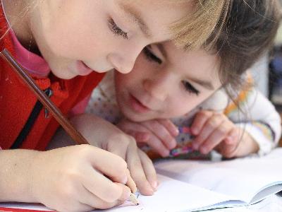 El Govern aprova delegar les competències en matèria d'educació als consells comarcals