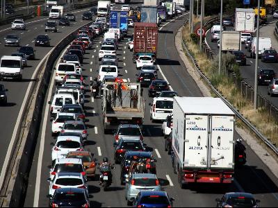 Cua de vehicles a l'autopista