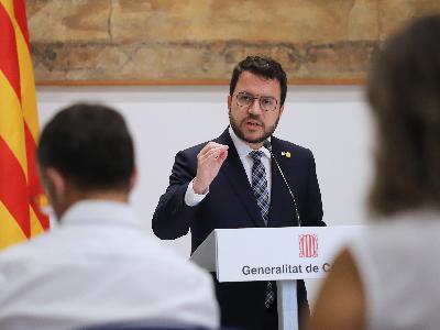 El president Aragonès, durant l'atenció als mitjans