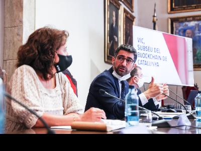El vicepresident Puigneró durant la presentació de Vic com a subseu del Centre Blockchain de Catalunya