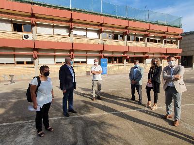 Autoritats presents a la roda de premsa realitzada al nou institut escola d'Oliana (Alt Urgell)