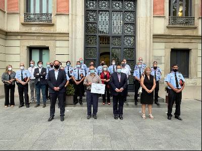 El conseller Elena lliura a AFANOC els 78.000€ recaptats en una nova edició del calendari solidari dels Mossos d'Esquadra