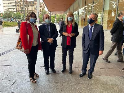 L'alcaldessa de Barcelona, Ada Colau, el Ministre de Cultura, Miquel Iceta, la consellera de Cultura, Natàlia Garriga, i el comte de Godó, Javier de Godó