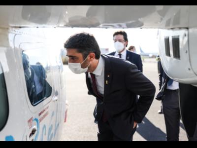 El vicepresident Puigneró, avui, durant la seva visita a l'aeroport d'Alguaire