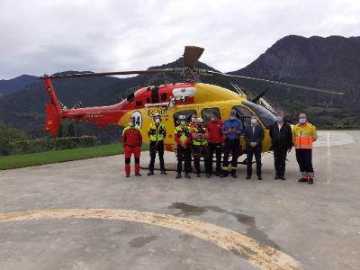 Autoritats i representants del GRAE i del SEM a l'Heliport de Tírvia (Pallars Sobirà