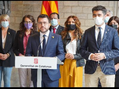 El president ha comparegut acompanyat dels consellers i conselleres. Autor: Paco J. Muñoz