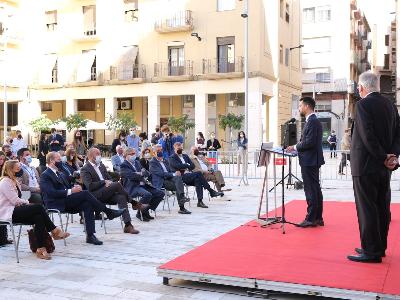 Roda de premsa per anunciar la inversió de Kronospan a Tortosa