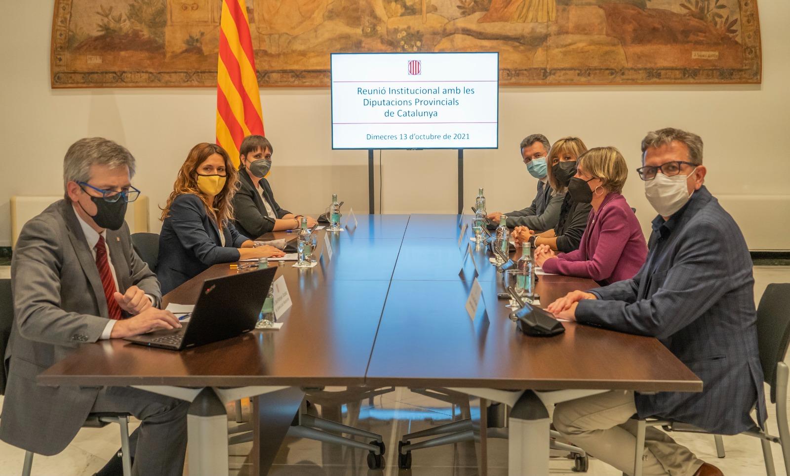 La consellera Vilagrà amb els presidents de les quatre diputacions.